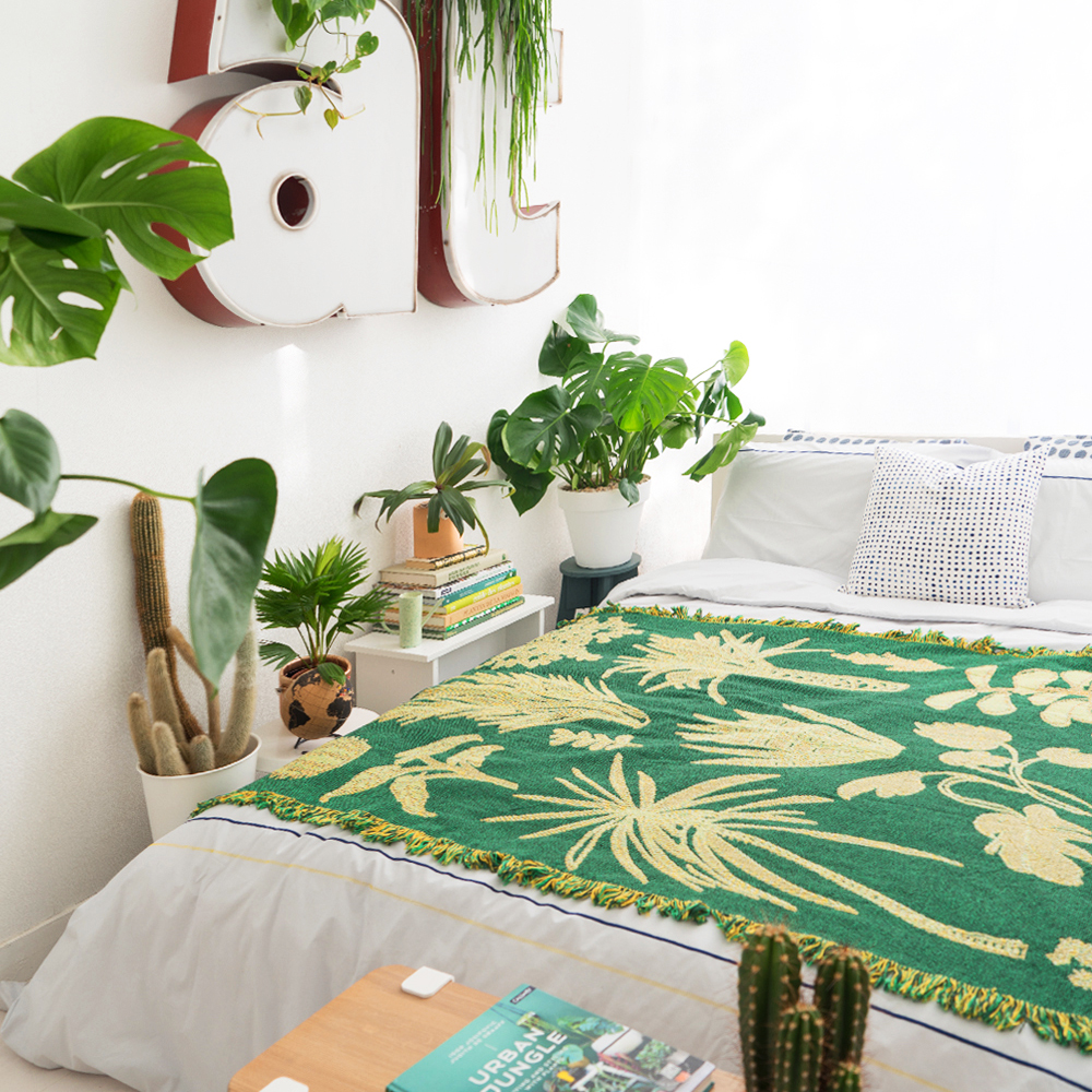 Urban Jungle Bloggers - Sleeping with Plants #urbanjunglebloggers #bedroom #houseplants